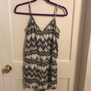 Super cute romper with pockets!